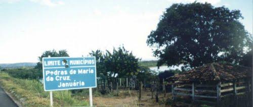 Pedras de Maria da Cruz Minas Gerais fonte: br.distanciacidades.net