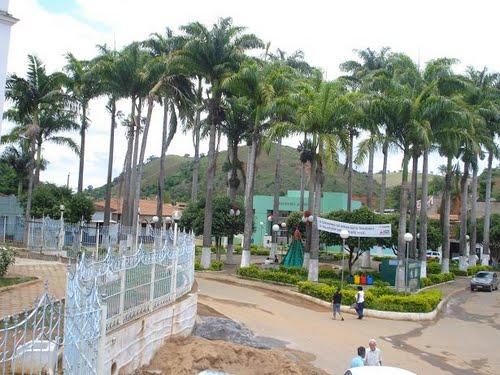 Entre Folhas Minas Gerais fonte: br.distanciacidades.net
